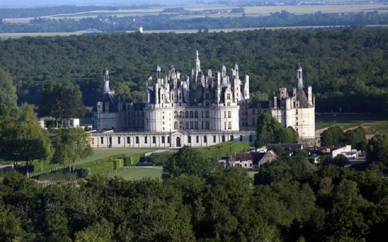 انتقاد از ماکرون به دلیل برگزاری جشن تولد سلطنتی