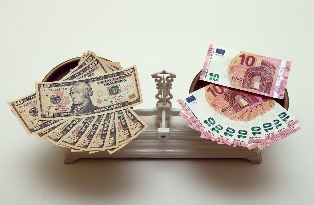 ارزش دلار در برابر یورو