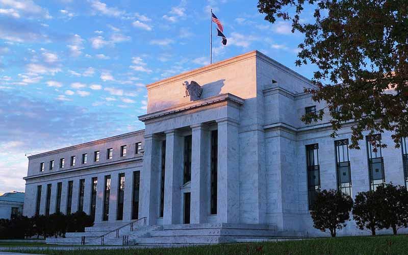 بانک مرکزی آمریکا به افزایش نرخ بهره ادامه میدهد