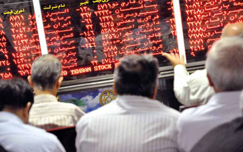 نرخ ارز معاملهگران بورس را سردرگم کرد