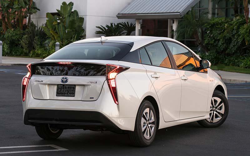 تاثیر بنزین بر بازار خودروهای هیبریدی