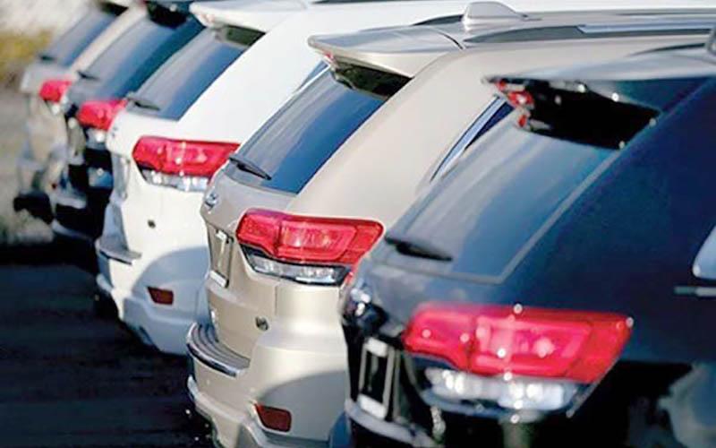 کف بازار / جهش قیمت خودروهای وارداتی در پایان دی ۹۶