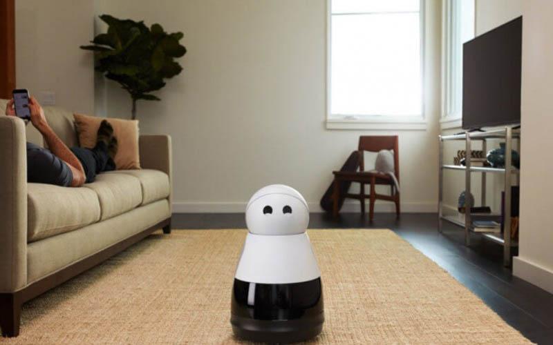 رباتها مشغول جارو کشیدن هستند