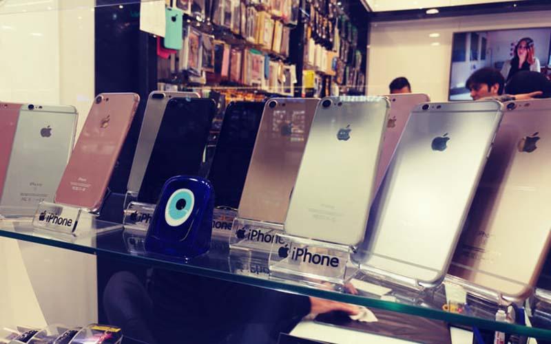 ۶۰۰ هزار گوشی تلفن همراه در انتظار خروج از انبارها