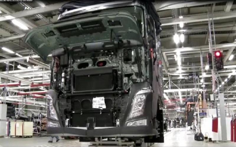 تولید کامیون در دو شرکت متوقف شد