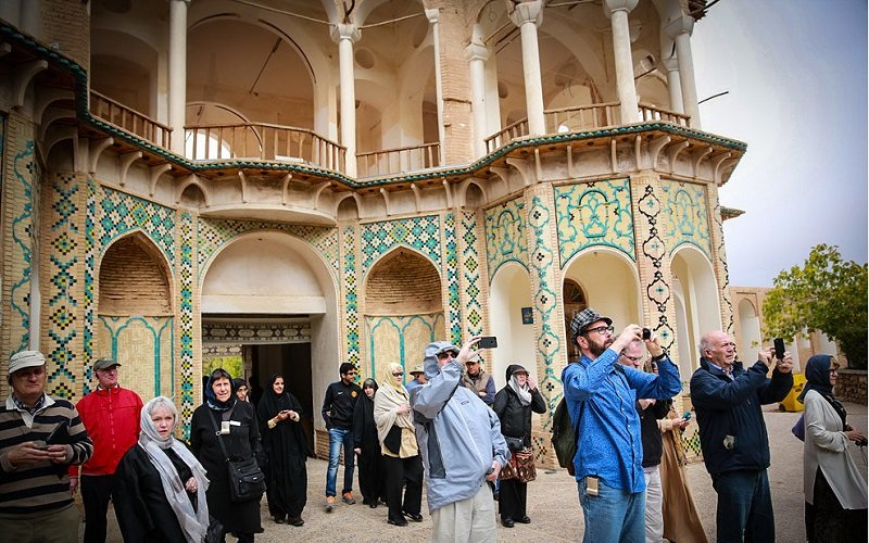 ایران برای مقابله با تحریمها روی گردشگری حساب باز کرده است