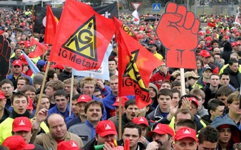 کارگران صنایع آلمان در اعتراض به دستمزد اعتصاب کردند
