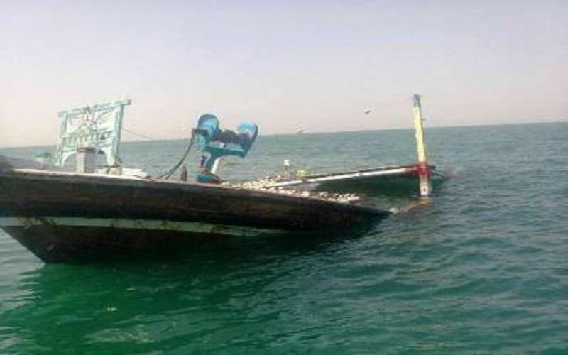 نجات لنج باری از غرق شدن در ساحل بخش بندزرک میناب