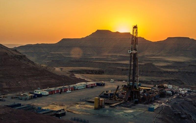 برداشت ۱۰۵ هزار بشکه نفت تا پایان امسال