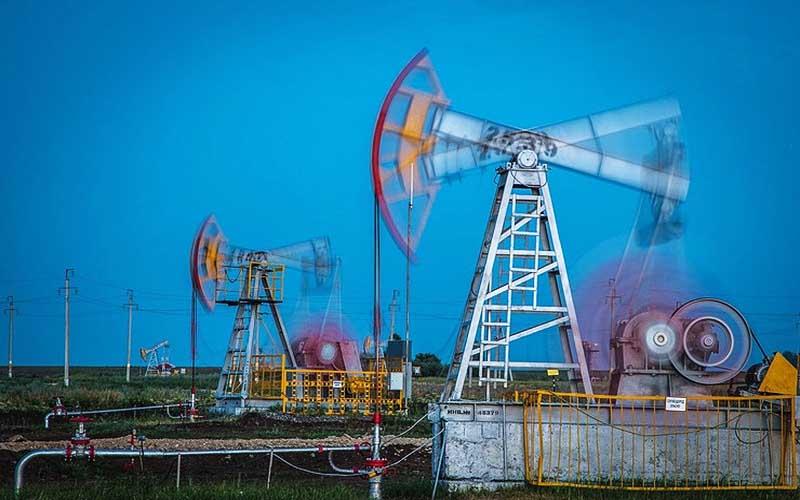 کاهش قیمت نفت با معافیت مشتریان ایران از تحریمها