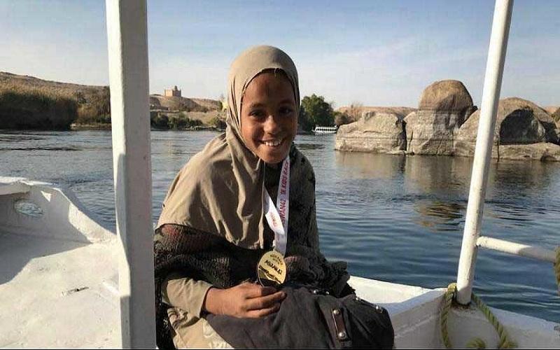 دختر دستفروش ۱۱ ساله قهرمان مسابقه دو ماراتن شد