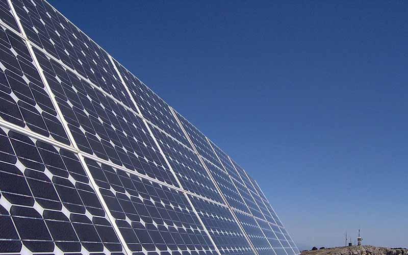 افزایش کارایی سامانههای جاذب انرژی خورشیدی به کمک نانوسیالات