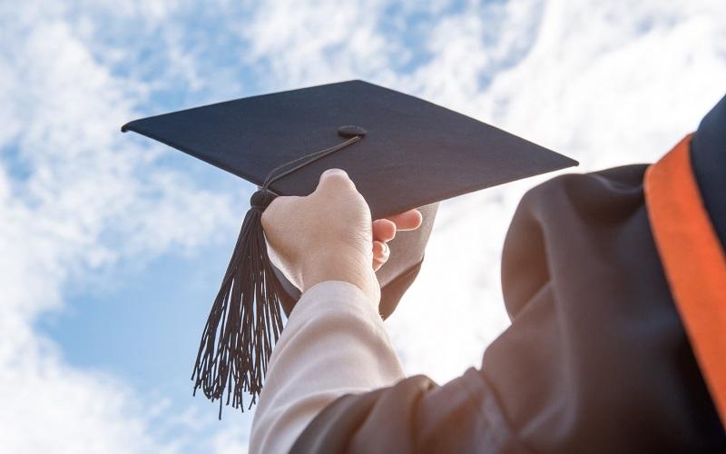 تحصیلات عالی چقدر بازده مالی دارد؟