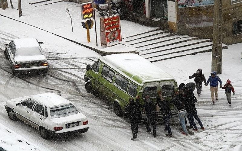 نیمی از ایران همچنان درگیر برف و کولاک
