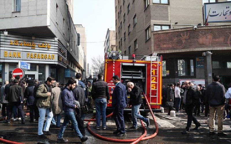 مصدومیت ۱۲ نفر در آتشسوزی ساختمان برق حرارتی وزارت نیرو