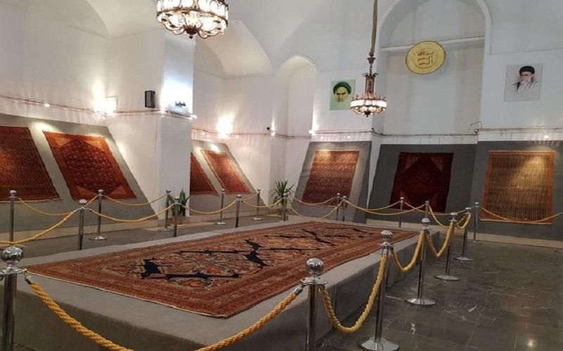 فرشهای ۱۰۰ ساله ملایری در کاخ گلستان