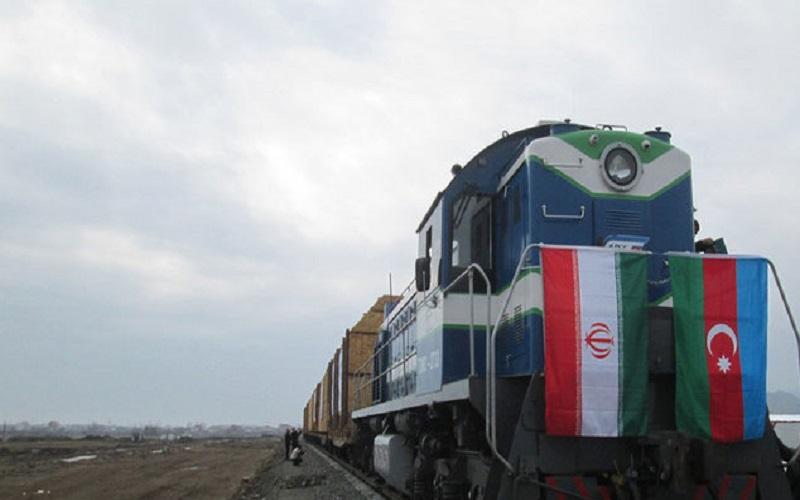 ورود آزمایشی نخستین قطار باری از سنپترزبورگ به آستارا