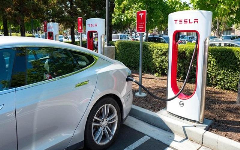 ساخت ایستگاه شارژ رایگان خودرو در آمریکا