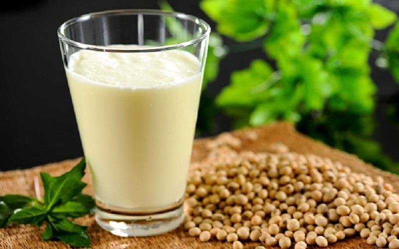 تامین شیر خام کارخانههای لبنی بدون محدودیت انجام میشود