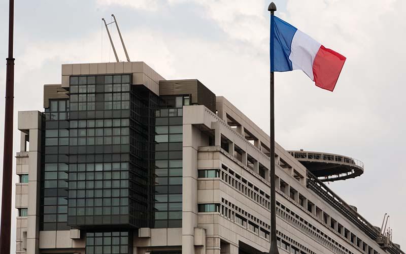 تلاش دولت فرانسه برای نوسازی اقتصاد این کشور