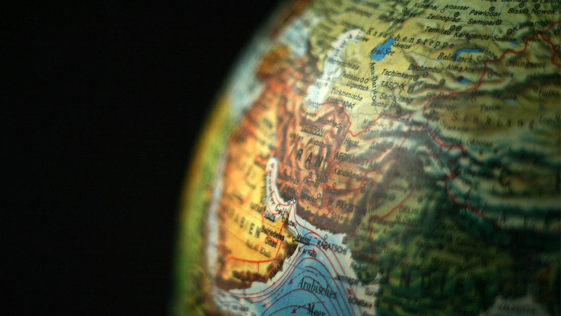 سوداگران و تجارت بینالملل: چهکسی از درهای بسته سود میبرد؟