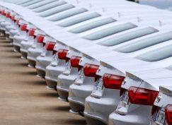 کف بازار / قیمت خودروهای وارداتی در آخرین روزهای سال ۹۶ کاهش یافت