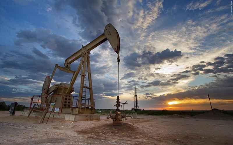 کاهش قیمت نفت با انتظار برای افزایش تولید آمریکا