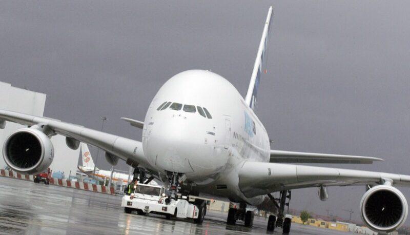 سازمان هواپیمایی: هواپیما مجاز است با ایراد پرواز کند