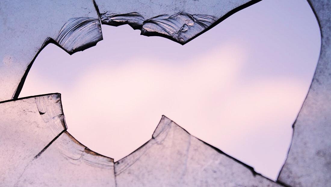 نظریه پنجره شکسته و خرده شیشههایی که در چشم اقتصاد فرومیرود