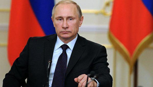 روسیه با آمریکا برای ساماندهی بازار نفت همکاری میکند