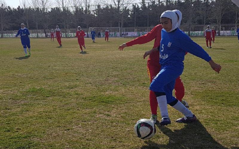 پیروزی تیم فوتبال جوانان بانوان مقابل تیم بزرگسالان
