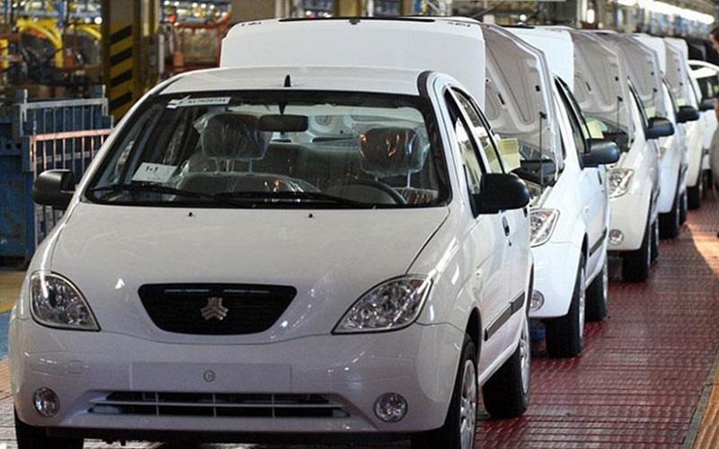 قیمت خودروهای داخلی در بازار شب عید کاهش یافت