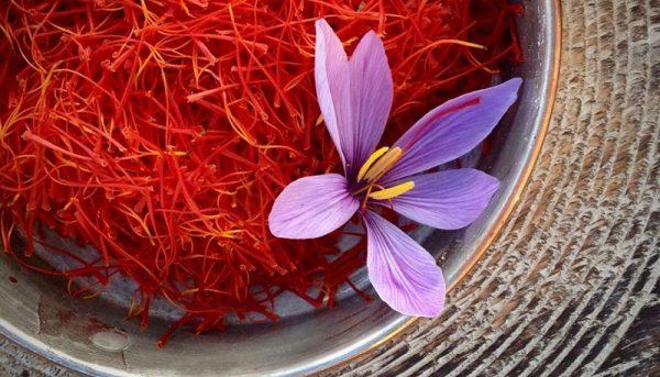معضل کاهش بیرویه قیمت زعفران با بورس کالا حل میشود
