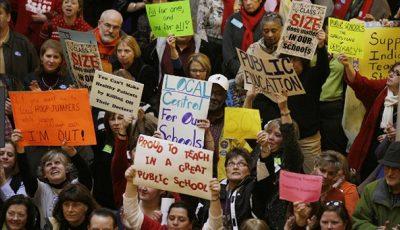 معلمان آمریکایی به وضع معیشتی خود اعتراض کردند
