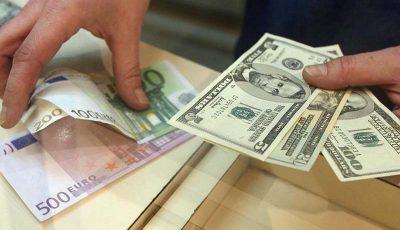 دلار از یورو جا ماند