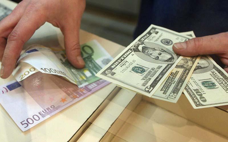 دلار ارزانتر شد / افت ۱۰۰ تومانی قیمت دلار و یورو