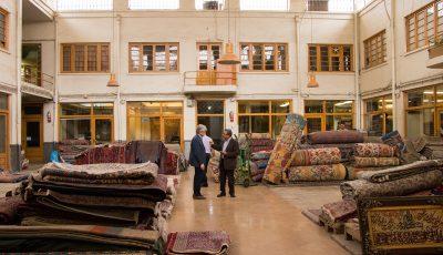 گذری در بازار بیرنگ و روی فرش ایرانی