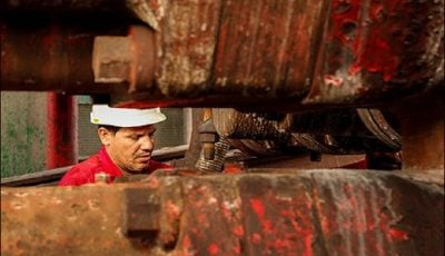 نقص تجهیزات نفتی در ساحل و فراساحل ایران دو برابر جهان است
