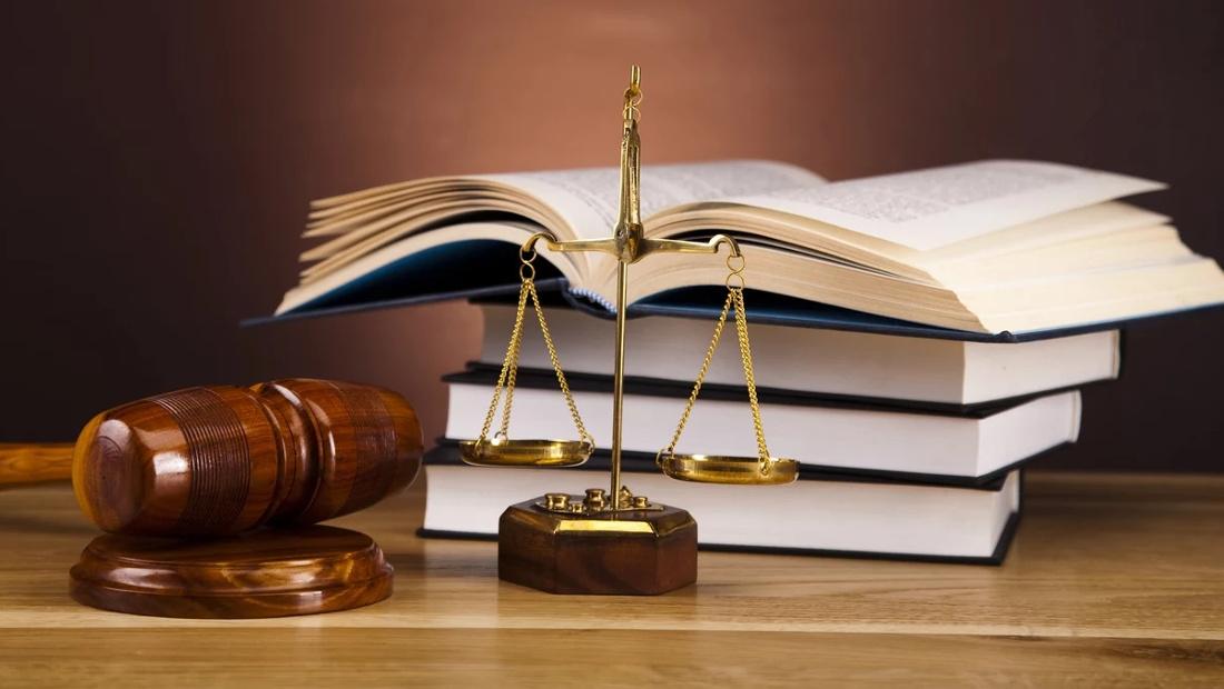 معرفی کتاب راه بردگی چکش چوبی دادگاه