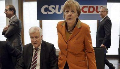 وزیر کشور آلمان همکاری خود با مرکل را پایان میدهد