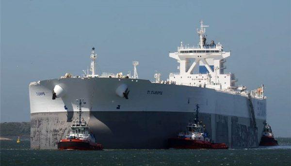 آمریکا معافیت به چین برای واردات نفت ایران را بررسی میکند