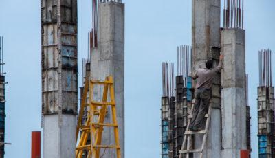 انزلی، غرق در برجهای در حال ساخت (گزارش تصویری)