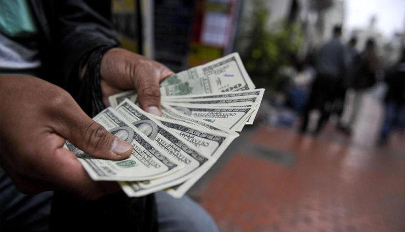 قیمت دلار از ۱۸ هزار تومان عبور کرد