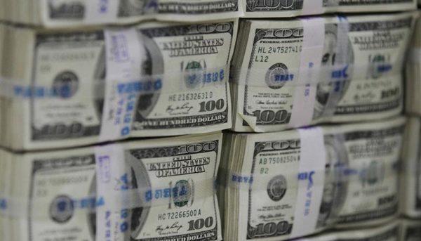 بازخوانی بحران ارزی دوره سیف /  جنجال دلار ۴۲۰۰ تومانی و نااطمینانیهای بازار ارز