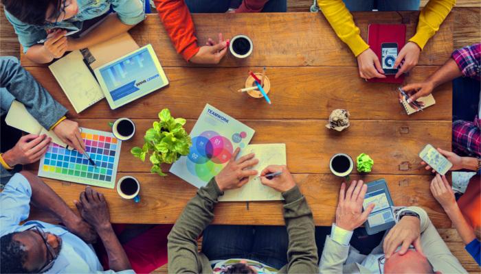 سرمایهگذاری عاطفی محیط میز کار