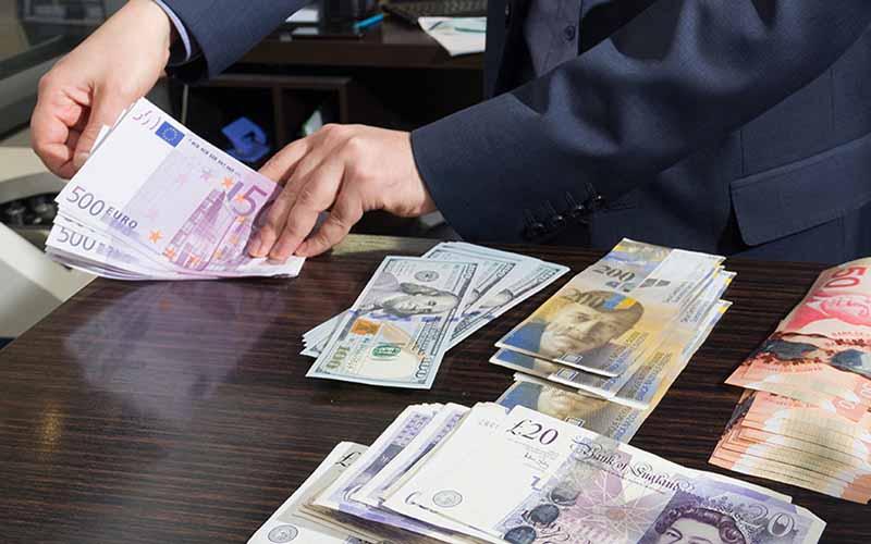 سپردهگیری ارزی در برخی بانکها متوقف شد