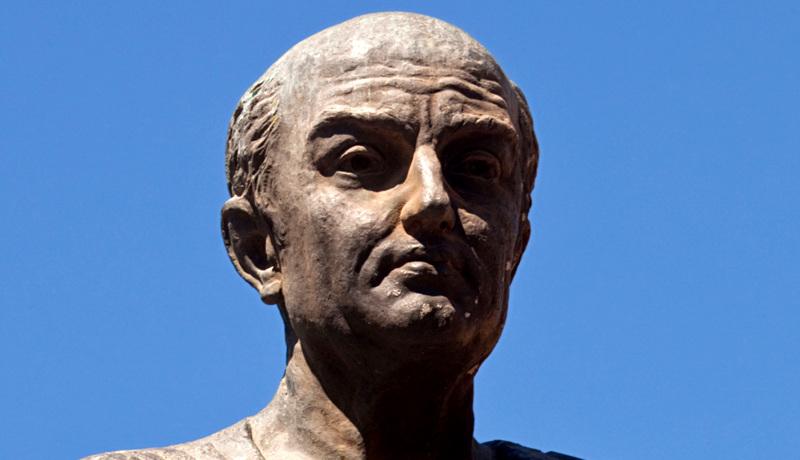 خوشبختی و آرامش مجسمه سکنا فیلسوف رومی