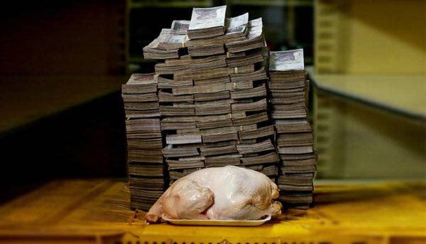 ابرتورم در ونزوئلا چه میکند؟/انبوهی از اسکناس تنها برای یک مرغ