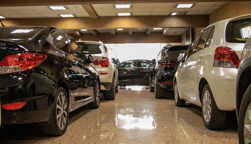 بدعهدی در تحویل خودروهای خارجی/اتومبیلهایی که به دست مشتریان نرسیدند