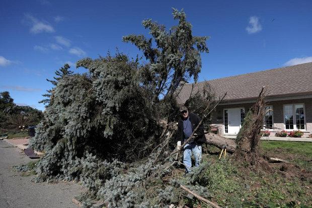 پس از برخورد طوفان، صدها هزار نفر در اوتاوا بدون برق هستند